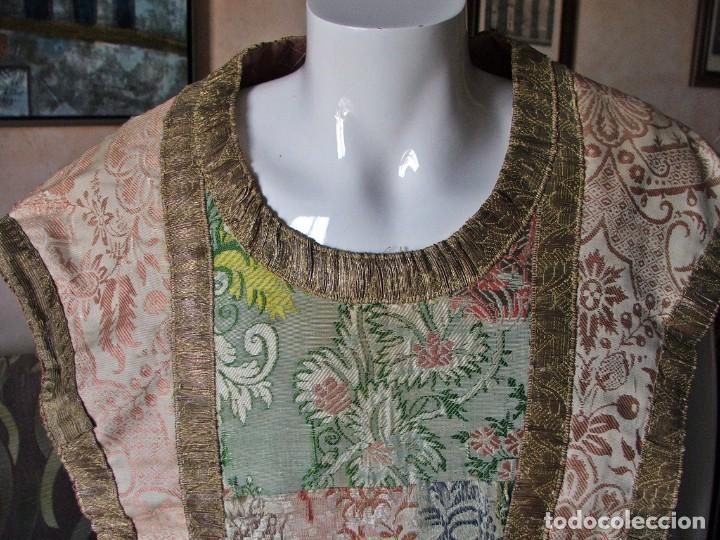 Antigüedades: Casulla del siglo XVII - XVIII en seda espolinada y bordados - Foto 4 - 190765723