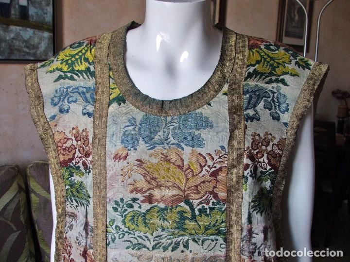 Antigüedades: Casulla del siglo XVII - XVIII en seda espolinada y bordados - Foto 2 - 190770080