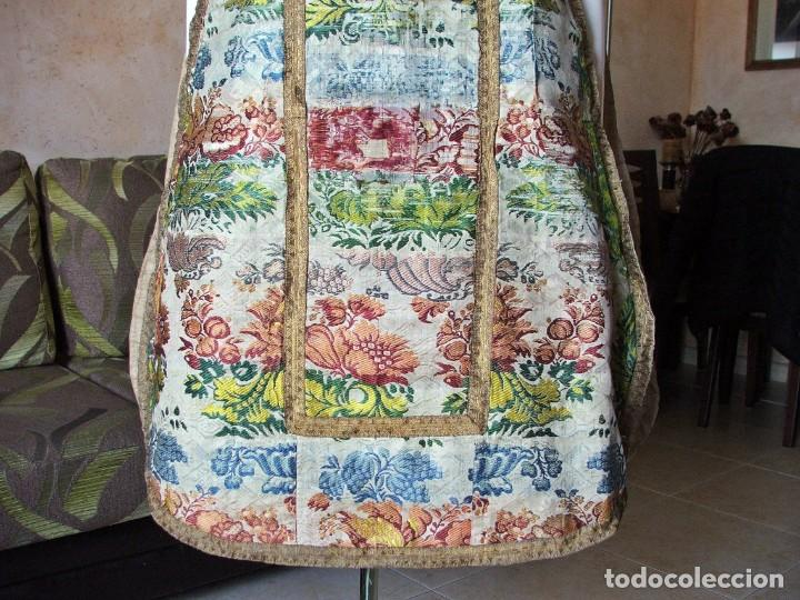 Antigüedades: Casulla del siglo XVII - XVIII en seda espolinada y bordados - Foto 3 - 190770080