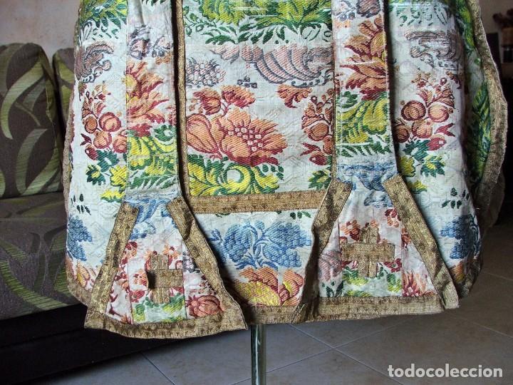 Antigüedades: Casulla del siglo XVII - XVIII en seda espolinada y bordados - Foto 4 - 190770080