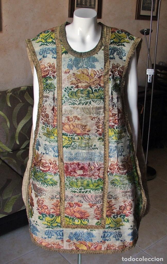Antigüedades: Casulla del siglo XVII - XVIII en seda espolinada y bordados - Foto 5 - 190770080