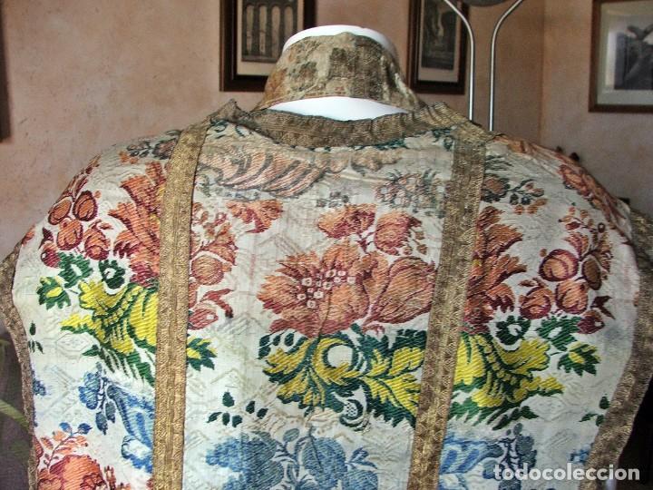Antigüedades: Casulla del siglo XVII - XVIII en seda espolinada y bordados - Foto 7 - 190770080