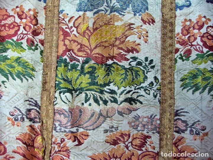 Antigüedades: Casulla del siglo XVII - XVIII en seda espolinada y bordados - Foto 8 - 190770080