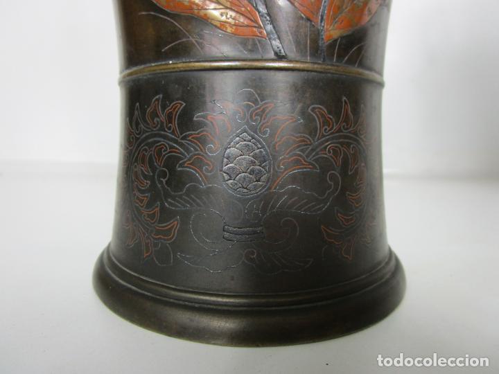 Antigüedades: Pareja de Jarrones Chinos - Bronce Pavonado - Decoraciones Esmaltadas - S. XIX - Foto 4 - 190796623