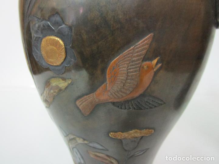 Antigüedades: Pareja de Jarrones Chinos - Bronce Pavonado - Decoraciones Esmaltadas - S. XIX - Foto 5 - 190796623