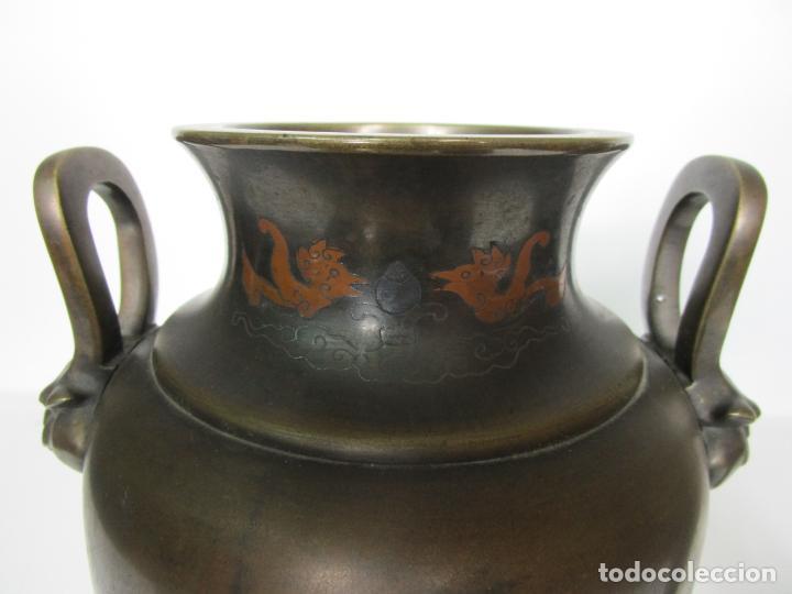 Antigüedades: Pareja de Jarrones Chinos - Bronce Pavonado - Decoraciones Esmaltadas - S. XIX - Foto 6 - 190796623