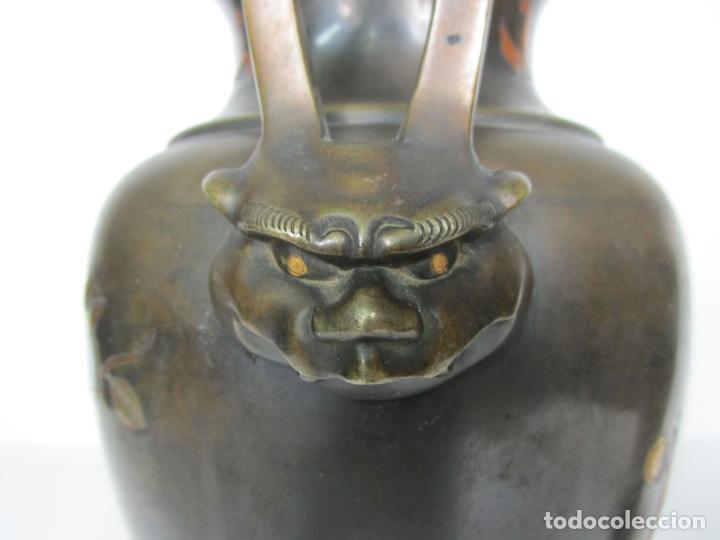 Antigüedades: Pareja de Jarrones Chinos - Bronce Pavonado - Decoraciones Esmaltadas - S. XIX - Foto 7 - 190796623