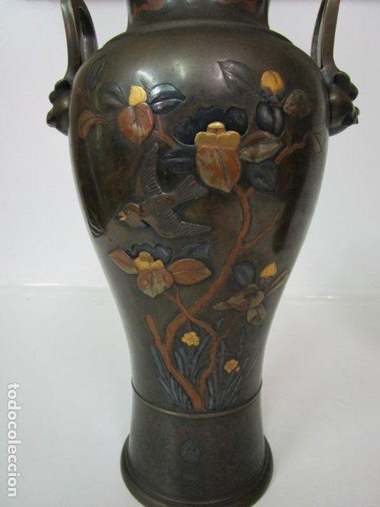 Antigüedades: Pareja de Jarrones Chinos - Bronce Pavonado - Decoraciones Esmaltadas - S. XIX - Foto 8 - 190796623