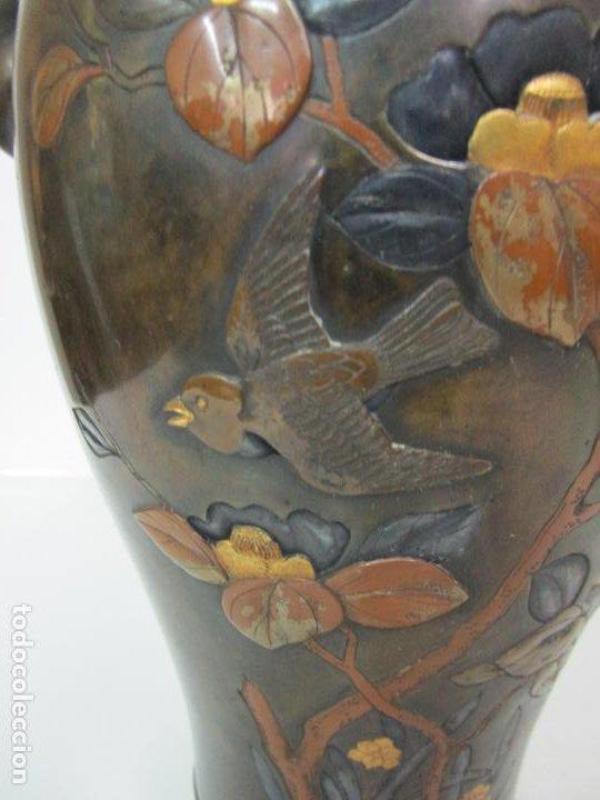 Antigüedades: Pareja de Jarrones Chinos - Bronce Pavonado - Decoraciones Esmaltadas - S. XIX - Foto 9 - 190796623