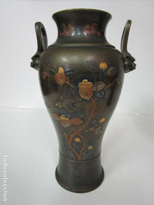 Antigüedades: Pareja de Jarrones Chinos - Bronce Pavonado - Decoraciones Esmaltadas - S. XIX - Foto 11 - 190796623