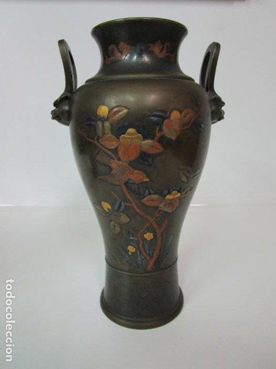 Antigüedades: Pareja de Jarrones Chinos - Bronce Pavonado - Decoraciones Esmaltadas - S. XIX - Foto 12 - 190796623