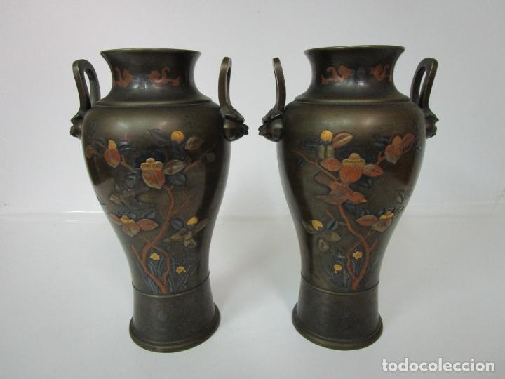 Antigüedades: Pareja de Jarrones Chinos - Bronce Pavonado - Decoraciones Esmaltadas - S. XIX - Foto 13 - 190796623