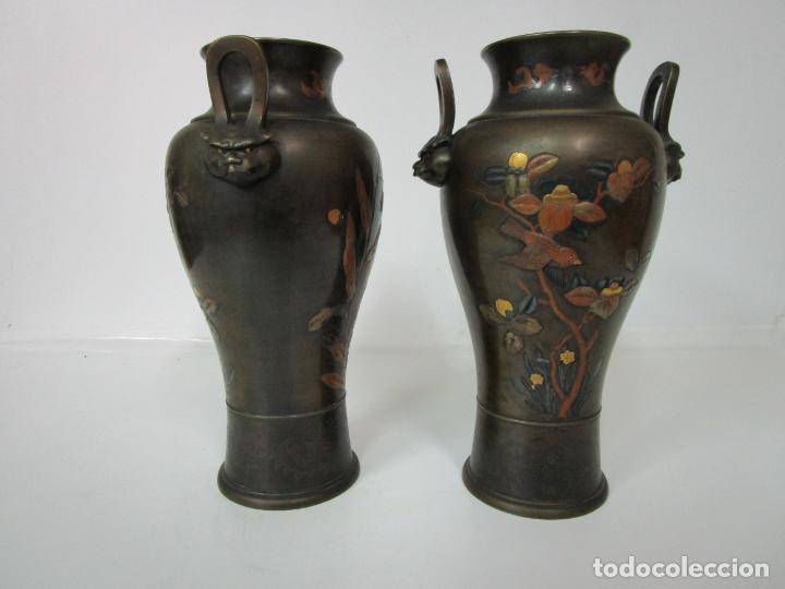 Antigüedades: Pareja de Jarrones Chinos - Bronce Pavonado - Decoraciones Esmaltadas - S. XIX - Foto 15 - 190796623