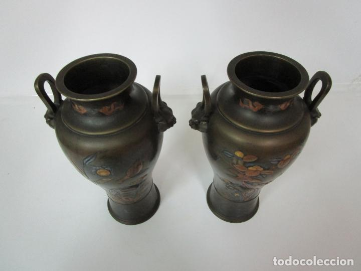 Antigüedades: Pareja de Jarrones Chinos - Bronce Pavonado - Decoraciones Esmaltadas - S. XIX - Foto 16 - 190796623
