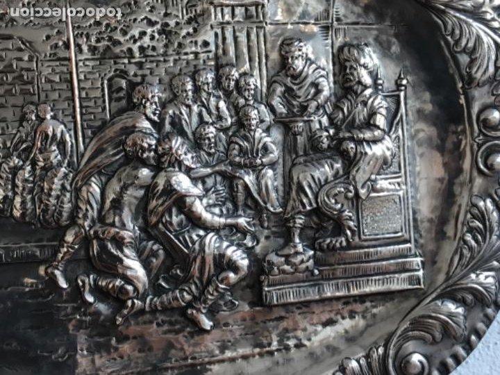 Antigüedades: GRAN BANDEJA DE COLGAR BAÑADA EN PLATA .REPUJADA. TRES CONTRASTES. FINALES S.XIX. - Foto 2 - 190803413