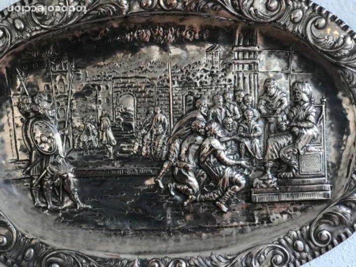 Antigüedades: GRAN BANDEJA DE COLGAR BAÑADA EN PLATA .REPUJADA. TRES CONTRASTES. FINALES S.XIX. - Foto 5 - 190803413