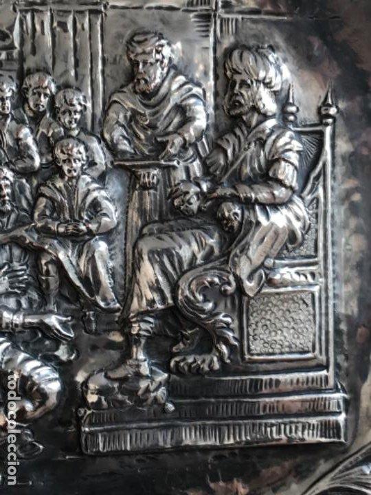 Antigüedades: GRAN BANDEJA DE COLGAR BAÑADA EN PLATA .REPUJADA. TRES CONTRASTES. FINALES S.XIX. - Foto 8 - 190803413