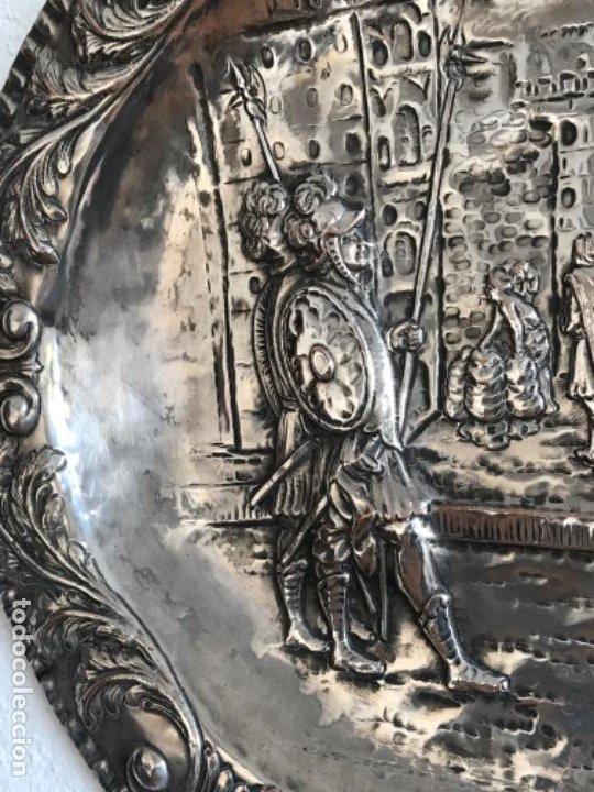 Antigüedades: GRAN BANDEJA DE COLGAR BAÑADA EN PLATA .REPUJADA. TRES CONTRASTES. FINALES S.XIX. - Foto 10 - 190803413