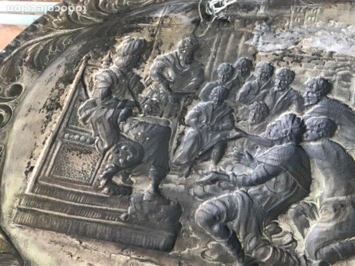 Antigüedades: GRAN BANDEJA DE COLGAR BAÑADA EN PLATA .REPUJADA. TRES CONTRASTES. FINALES S.XIX. - Foto 11 - 190803413