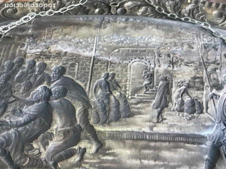 Antigüedades: GRAN BANDEJA DE COLGAR BAÑADA EN PLATA .REPUJADA. TRES CONTRASTES. FINALES S.XIX. - Foto 12 - 190803413