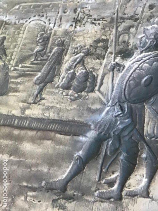Antigüedades: GRAN BANDEJA DE COLGAR BAÑADA EN PLATA .REPUJADA. TRES CONTRASTES. FINALES S.XIX. - Foto 13 - 190803413