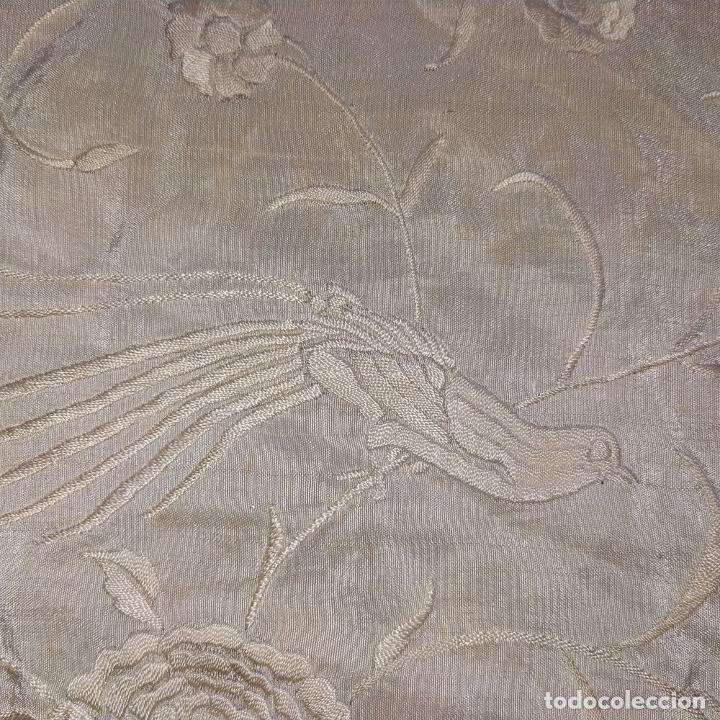 Antigüedades: MANTÓN. SEDA BORADA A MANO. COLOR HUESO CLARO. ESPAÑA. SIGLO XIX - Foto 6 - 190821540