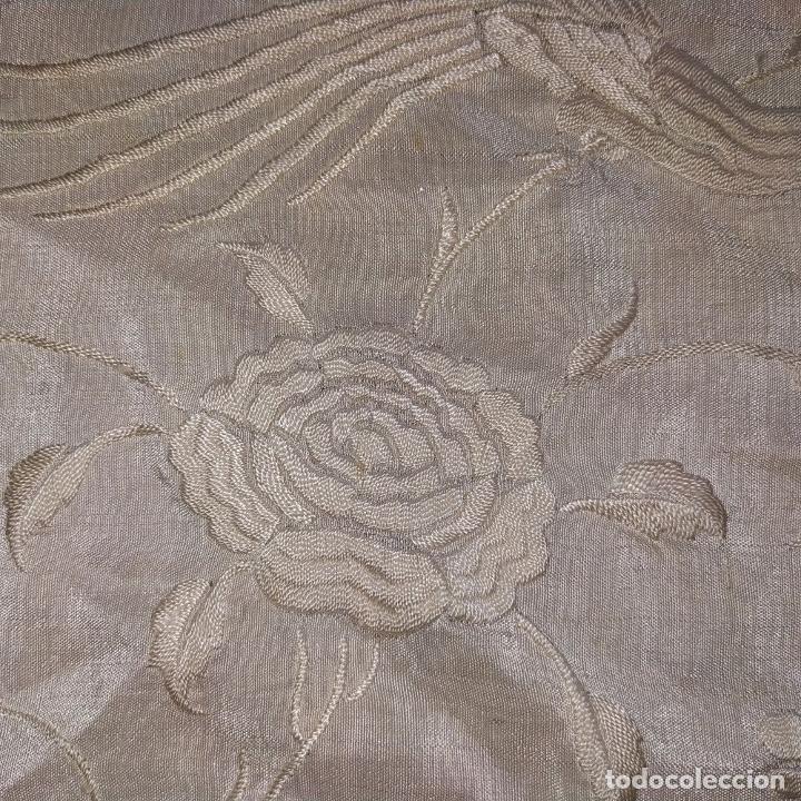 Antigüedades: MANTÓN. SEDA BORADA A MANO. COLOR HUESO CLARO. ESPAÑA. SIGLO XIX - Foto 10 - 190821540