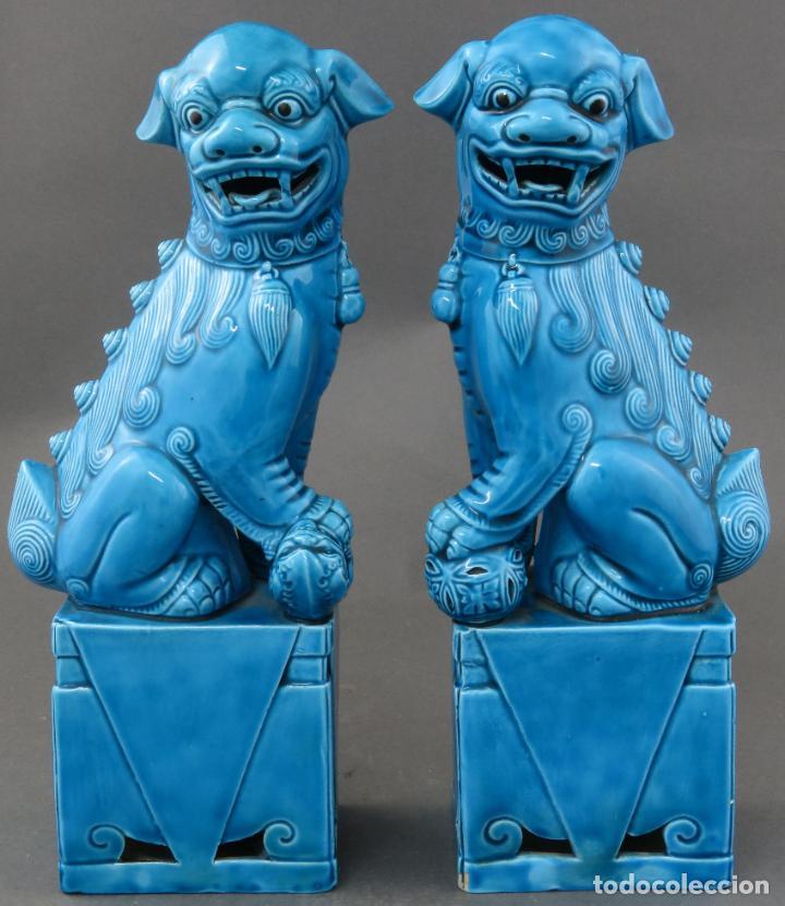 PAREJA FURIAS FOO EN CERÁMICA VIDRIADA AZUL CHINA SIGLO XX (Antigüedades - Porcelanas y Cerámicas - China)