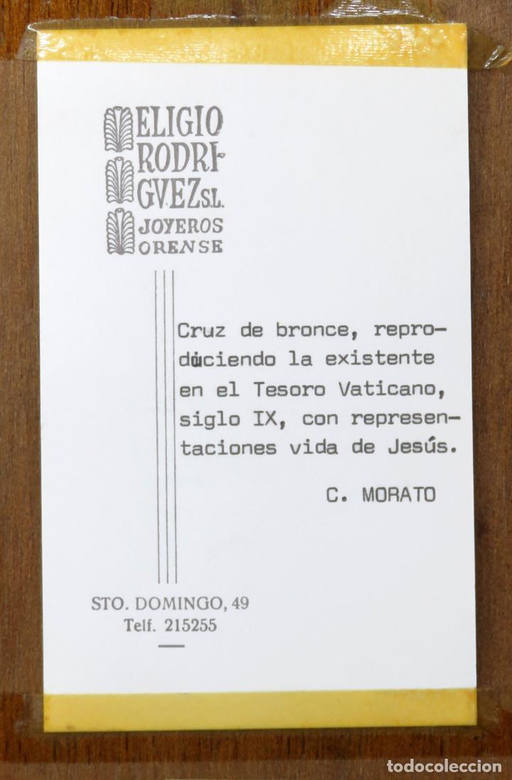 Antigüedades: Cruz de bronce con representaciones de la vida de Jesús en esmalte al fuego Modest Morato siglo XX - Foto 7 - 190832690