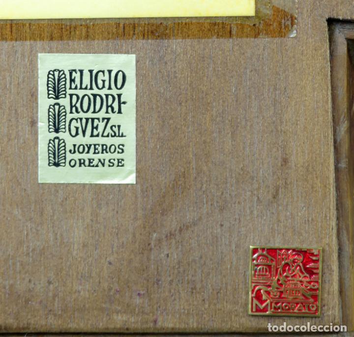 Antigüedades: Cruz de bronce con representaciones de la vida de Jesús en esmalte al fuego Modest Morato siglo XX - Foto 8 - 190832690