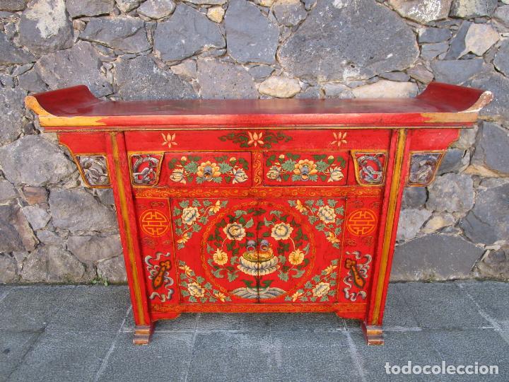 CURIOSA MESA APARADOR - MUEBLE CHINO - MADERA PINTADA A MANO (Antigüedades - Muebles Antiguos - Aparadores Antiguos)