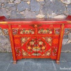 Antigüedades: CURIOSA MESA APARADOR - MUEBLE CHINO - MADERA PINTADA A MANO. Lote 190834975