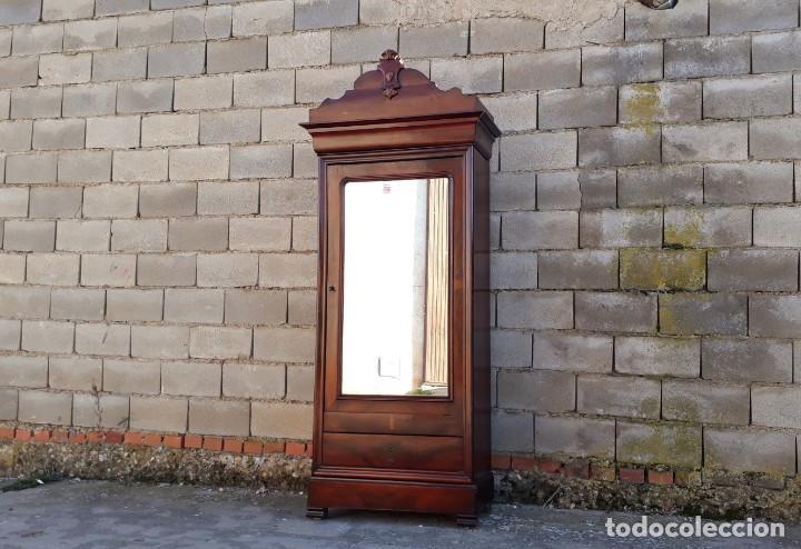 Antigüedades: Armario antiguo estilo Luis Felipe. Pequeño estrecho armario con espejo. - Foto 2 - 190836530
