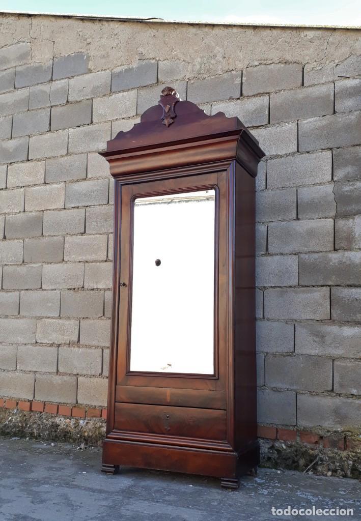 Antigüedades: Armario antiguo estilo Luis Felipe. Pequeño estrecho armario con espejo. - Foto 3 - 190836530