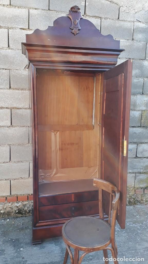 Antigüedades: Armario antiguo estilo Luis Felipe. Pequeño estrecho armario con espejo. - Foto 10 - 190836530