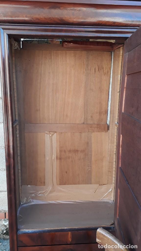 Antigüedades: Armario antiguo estilo Luis Felipe. Pequeño estrecho armario con espejo. - Foto 11 - 190836530