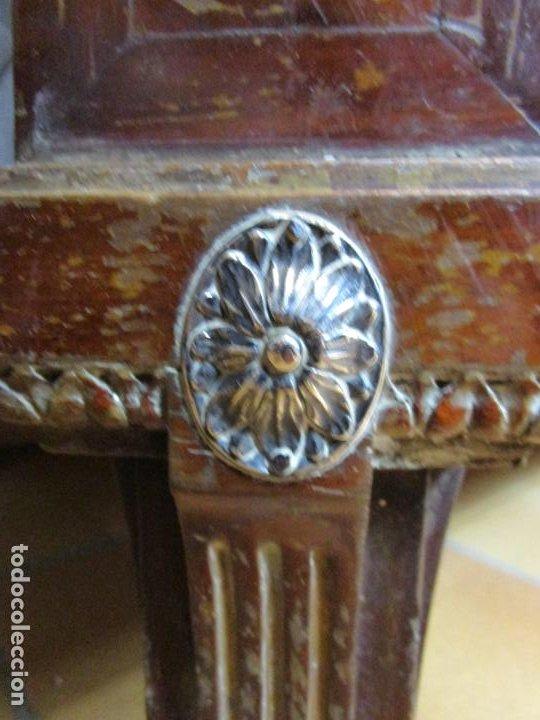 Antigüedades: Pareja de Cómodas Carlos IV - Madera de Caoba - Tiradores y Decoraciones en Plata De Ley - S. XVIII - Foto 6 - 190836568