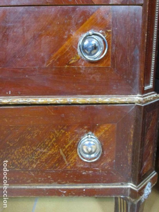 Antigüedades: Pareja de Cómodas Carlos IV - Madera de Caoba - Tiradores y Decoraciones en Plata De Ley - S. XVIII - Foto 28 - 190836568