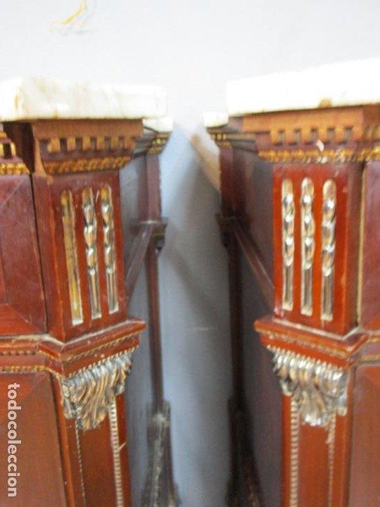 Antigüedades: Pareja de Cómodas Carlos IV - Madera de Caoba - Tiradores y Decoraciones en Plata De Ley - S. XVIII - Foto 29 - 190836568