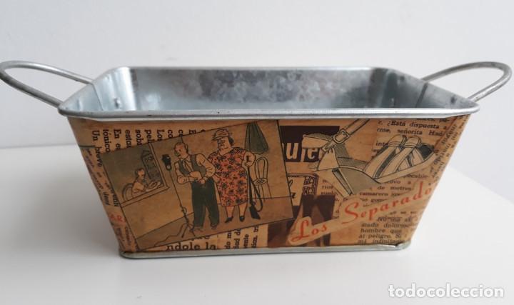 Antigüedades: Cesta de Zinc con Decoupage de Revista años 30 - Foto 3 - 190836946