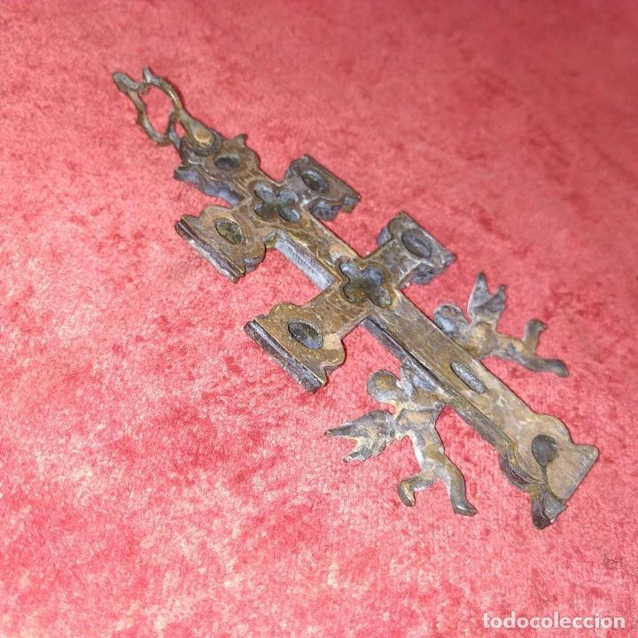 Antigüedades: CRUZ DE CARAVACA. BRONCE DORADO. ESPAÑA. XVIII-XIX - Foto 4 - 190840767