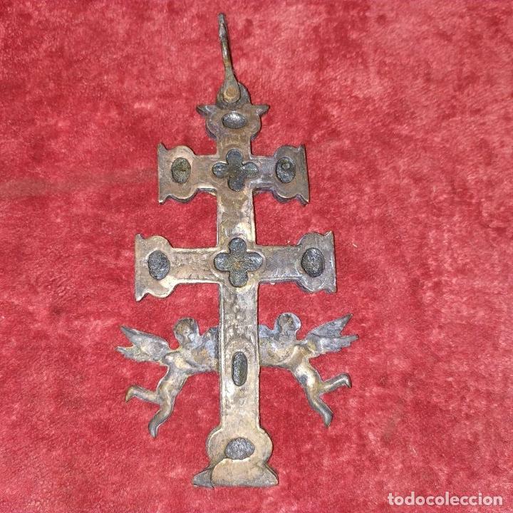 Antigüedades: CRUZ DE CARAVACA. BRONCE DORADO. ESPAÑA. XVIII-XIX - Foto 5 - 190840767