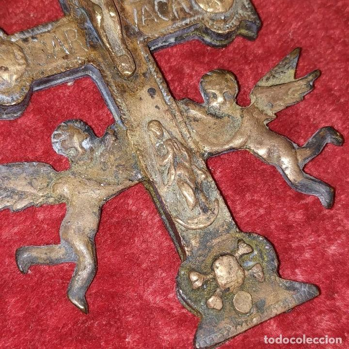 Antigüedades: CRUZ DE CARAVACA. BRONCE DORADO. ESPAÑA. XVIII-XIX - Foto 11 - 190840767