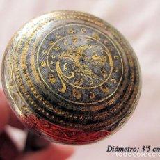 Antigüedades: PUÑO DE BASTON ANTIGUO DAMASQUINADO DE TOLEDO. Lote 190855308