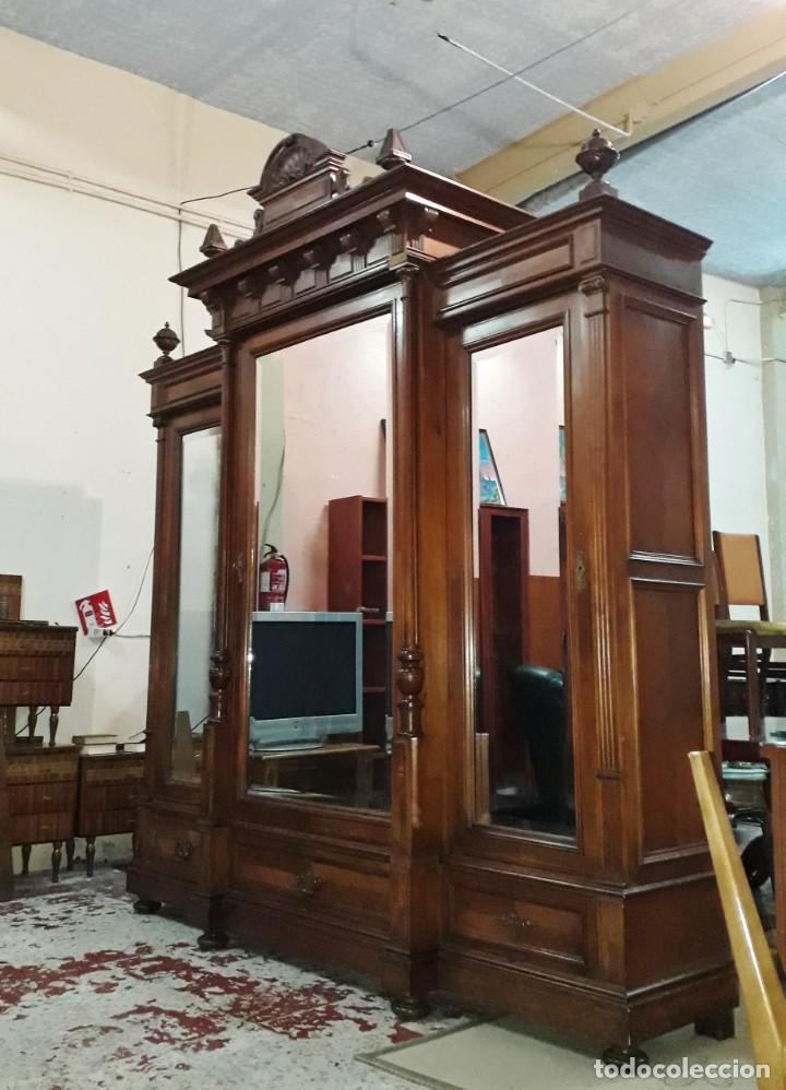 Antigüedades: Armario antiguo estilo alfonsino. Gran armario ropero antiguo con espejo estilo isabelino grande. - Foto 3 - 190868583