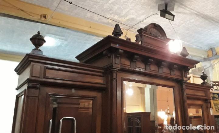 Antigüedades: Armario antiguo estilo alfonsino. Gran armario ropero antiguo con espejo estilo isabelino grande. - Foto 7 - 190868583