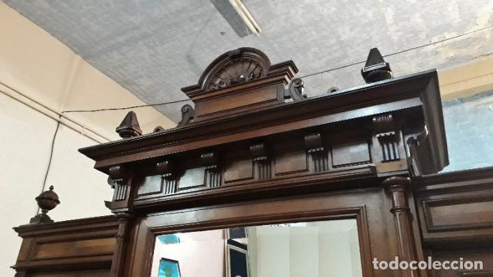 Antigüedades: Armario antiguo estilo alfonsino. Gran armario ropero antiguo con espejo estilo isabelino grande. - Foto 8 - 190868583