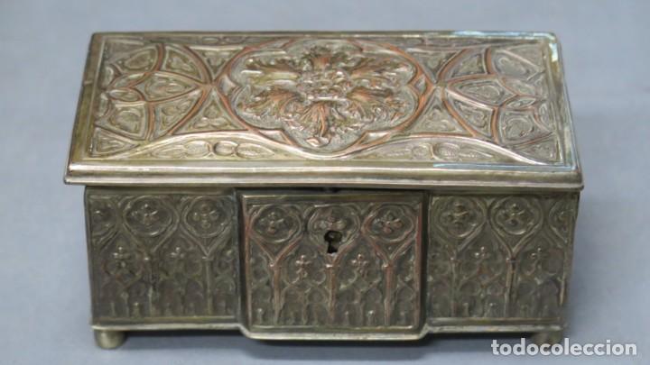 ANTIGUO COFRE NEOGOTICO DE COBRE PLATEADO (Antigüedades - Hogar y Decoración - Cajas Antiguas)