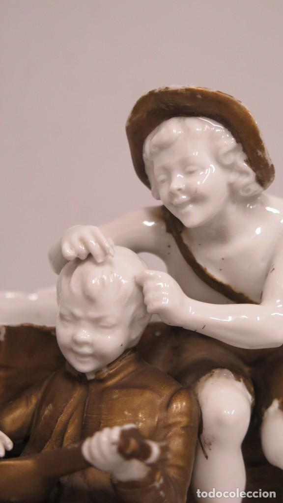 Antigüedades: ANTIGUA FIGURA DE NIÑOS CALLEJEROS. PORCELANA. MARCA EN LA BASE. SIGLO XIX - Foto 4 - 190874146