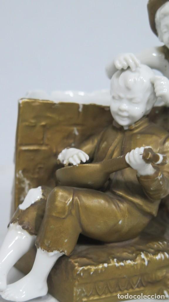 Antigüedades: ANTIGUA FIGURA DE NIÑOS CALLEJEROS. PORCELANA. MARCA EN LA BASE. SIGLO XIX - Foto 5 - 190874146